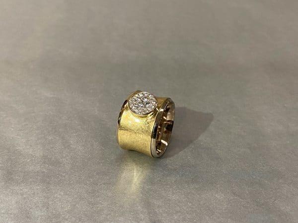 zweifarbiger Ring mit Brillanten